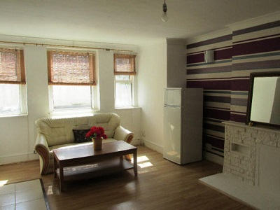 Spacious one bedroom flat with additional study room Stoke Newington N16.