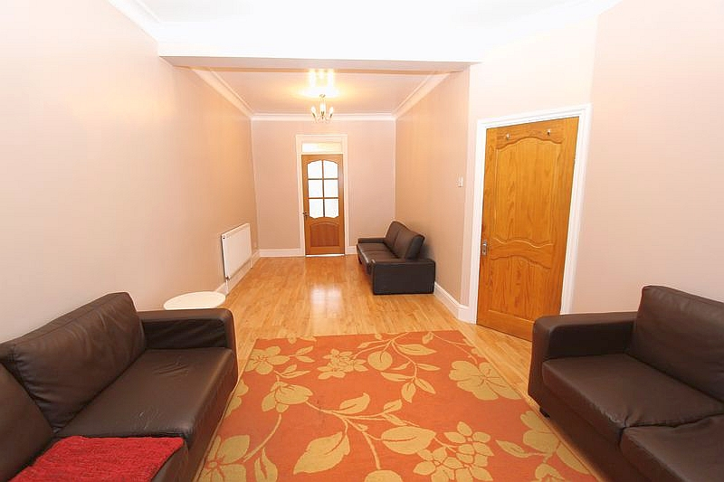 Newly refubished 3 bedroom house in East Ham E6.