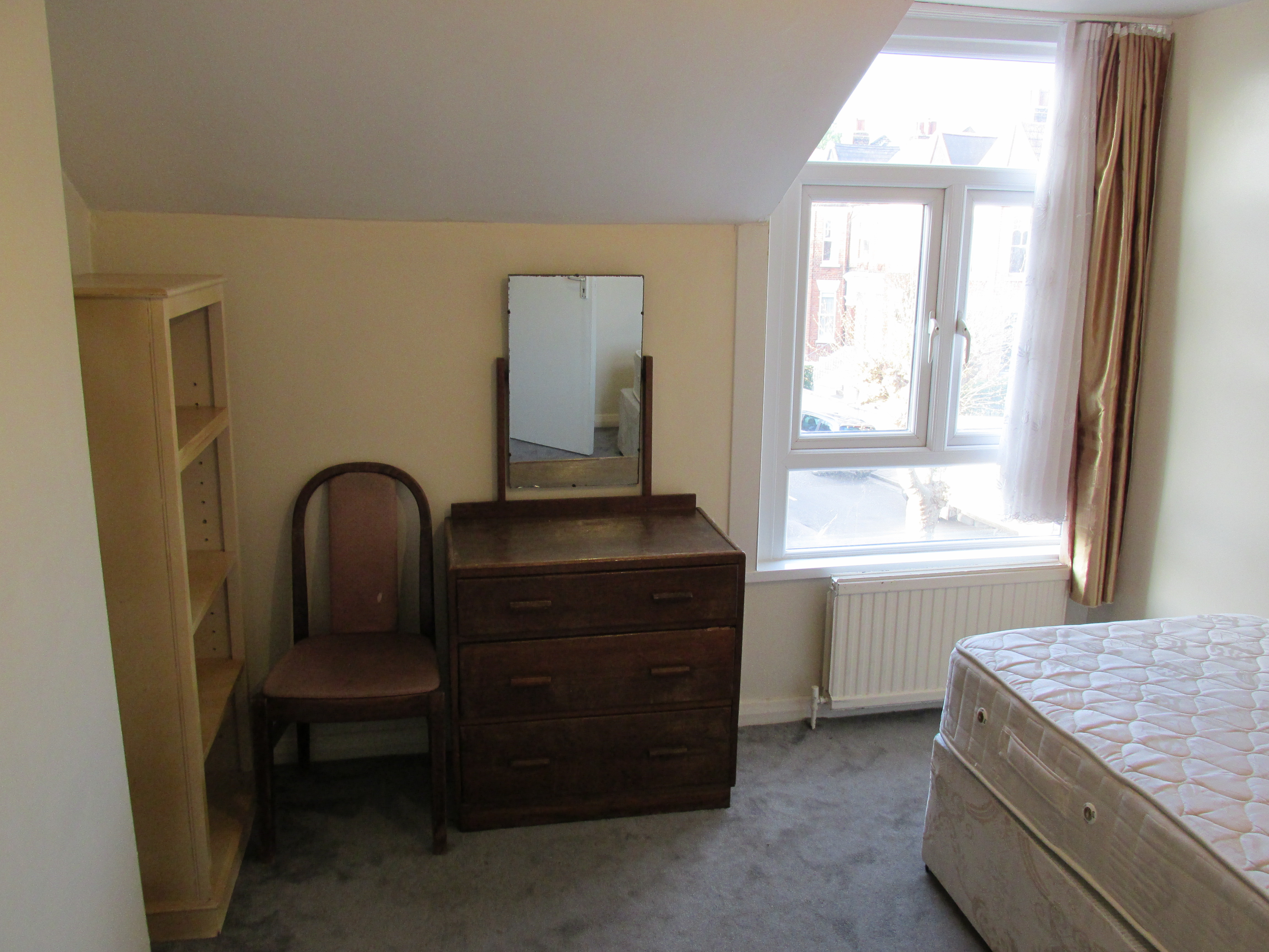 Spacious semi-double room in Stamford Hill N16.