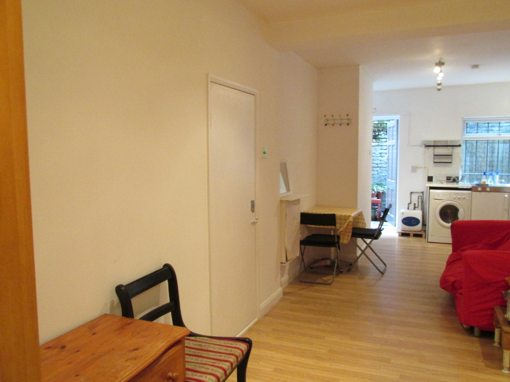 STUDIO FLAT IN STOKE NEWINGTON BILLS INCLUSIVE EXCEPT COUNCIL TAX