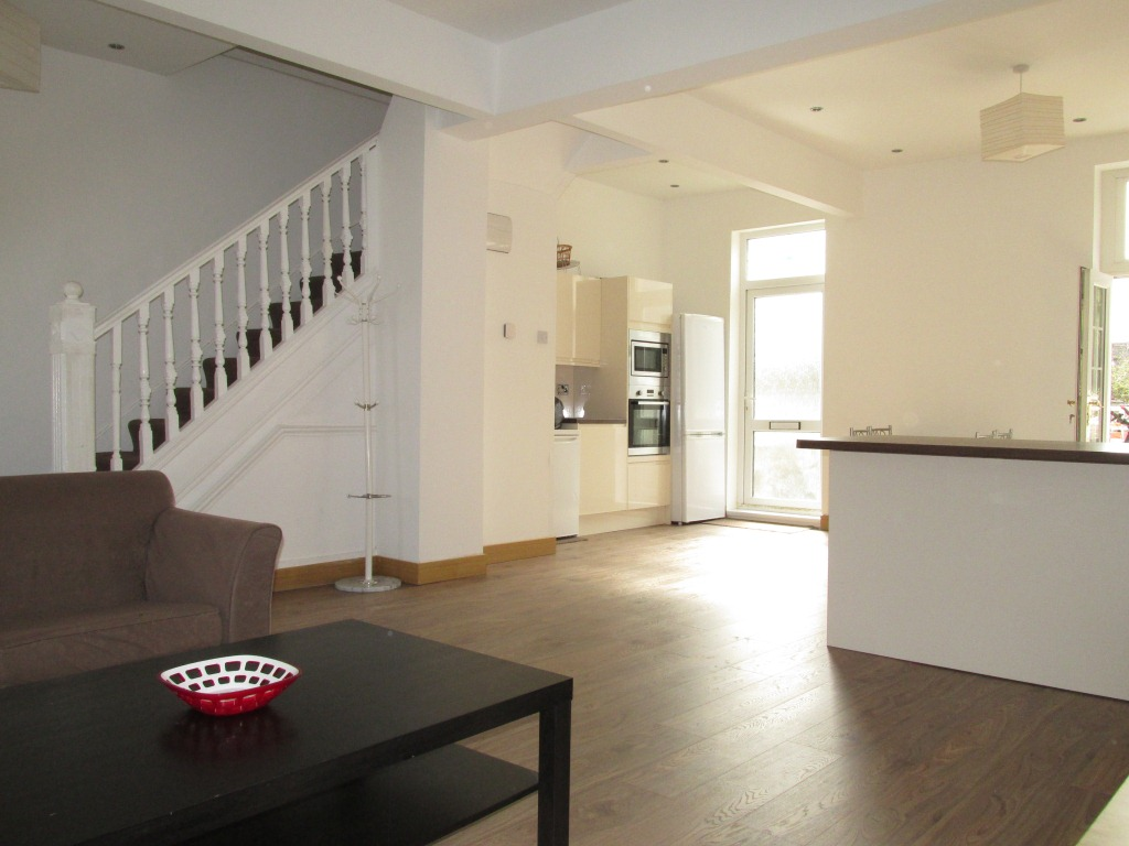 Well-presented 4 bedroom house to let in Leyton, London E10.