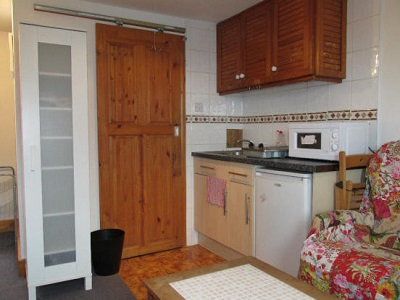 Studio flat to let on Church Street, London N16