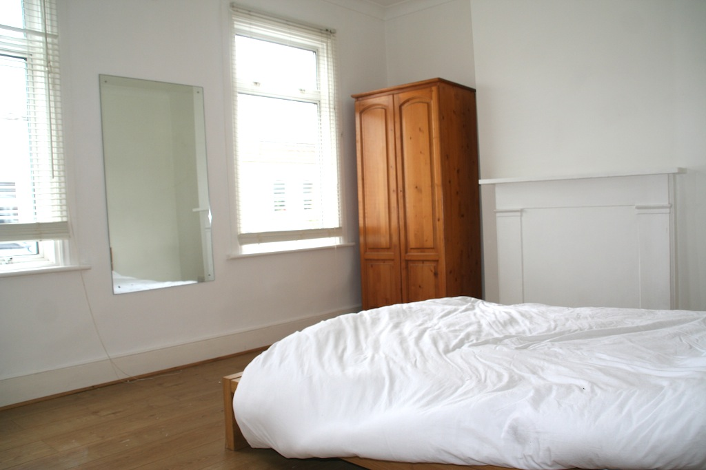 LOVELY 1/2 BED WITH DECOR BASED IN TRENDY STOKE NEWINGTON