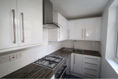 Next Location is pleased to offer newly refurbished 2 bedrooms flat with garden (ground floor flat), located by Arsenal Emirates Stadium, Islington,N7. Bedrooms: 2, Bathrooms: 1, Furnishings: Fully Furnished, Rear Garden, Good Size Separate Living Room, 2 Double Bedrooms, Fully Refurbished