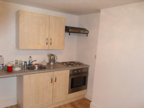 WELL LOCATED 1 BED FLAT IN DALSTON BILLS INC £1050PCM