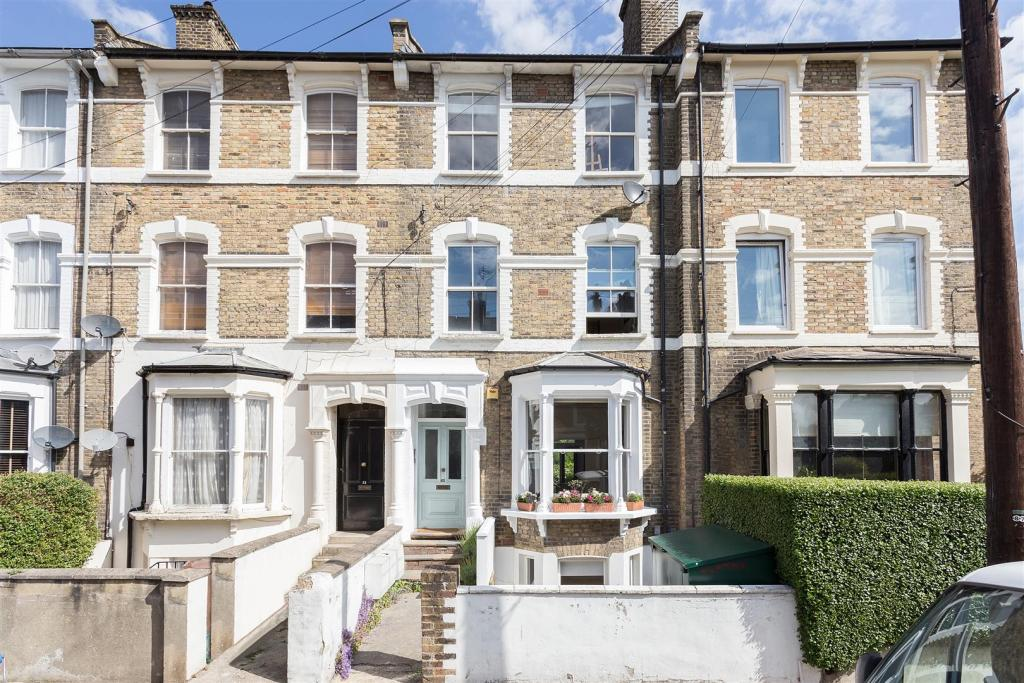Well presented one bedroom Victorian conversion to let in Stoke Newington, London N16.