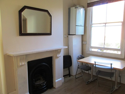 Well located 1bedroom house conversion flat in trendy Stoke Newington N16.