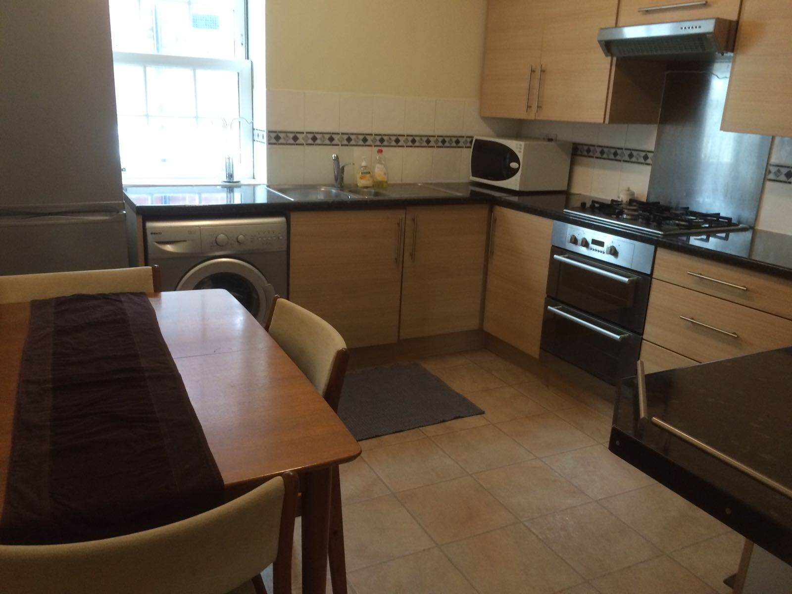 Spacious one bedroom flat Kings Cross area with council tax inclusive.