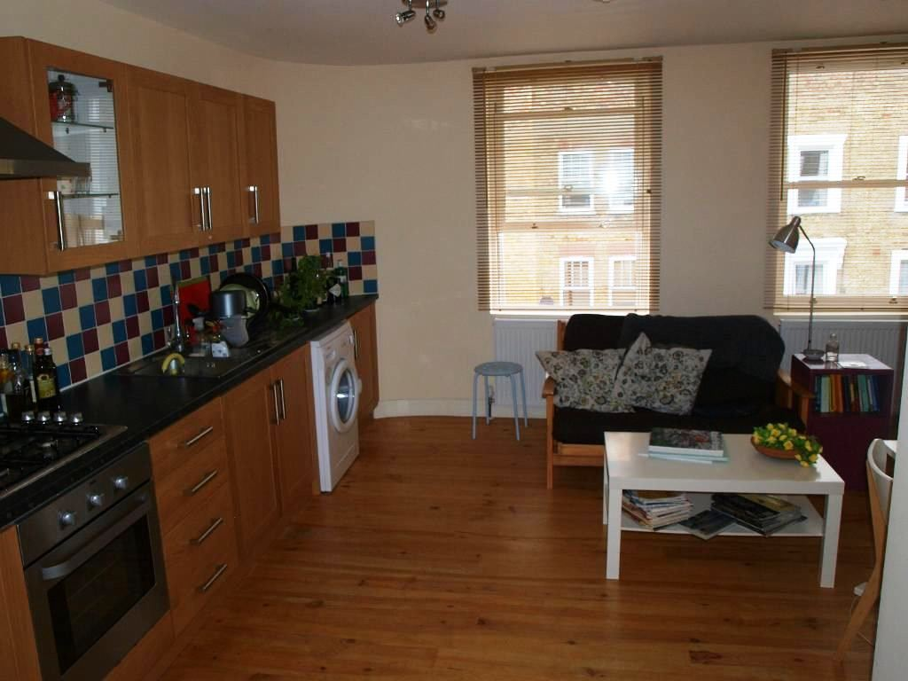 Well located 1 bedroom flat Newington Green N16.