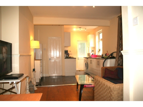 LOVELY 2 BED WITH PRIVATE GARDEN NEAR SEVEN SISTER STATION