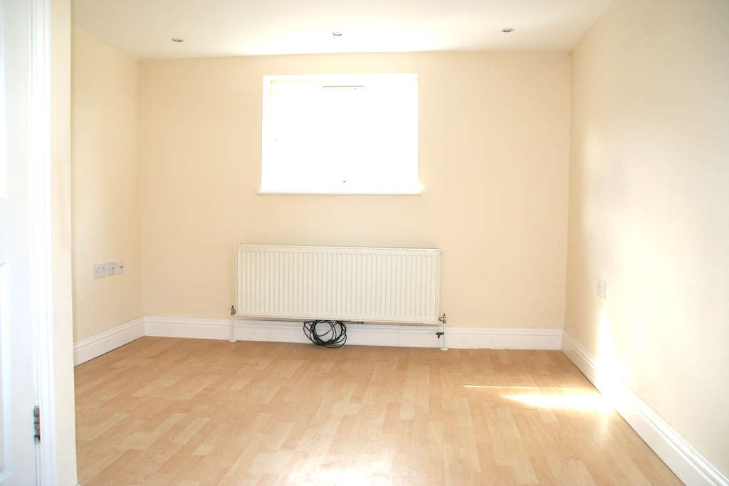 LOVELY 2 BED FLAT BASED IN TURNPIKE LANE WALKING DISTANCE TO TUBE STATION