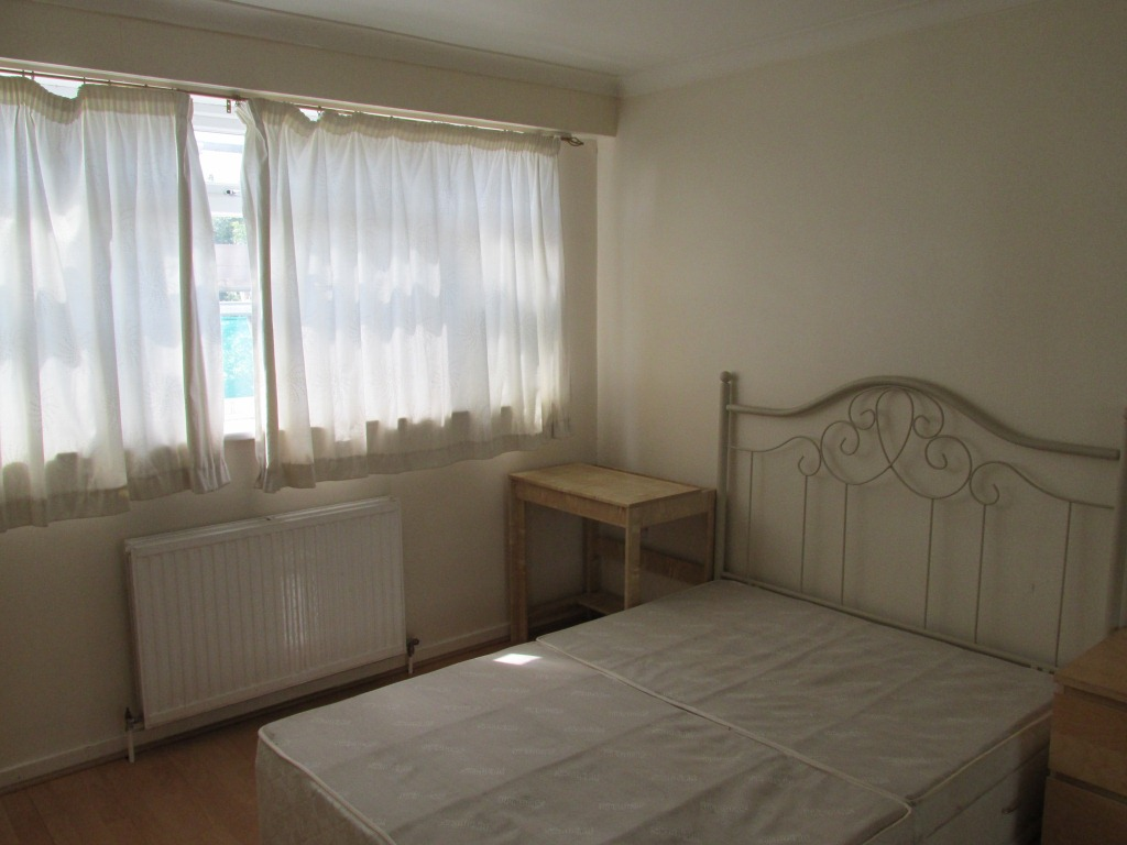 Spacious two bedroom maisonette flat in trendy Stoke Newington N16.