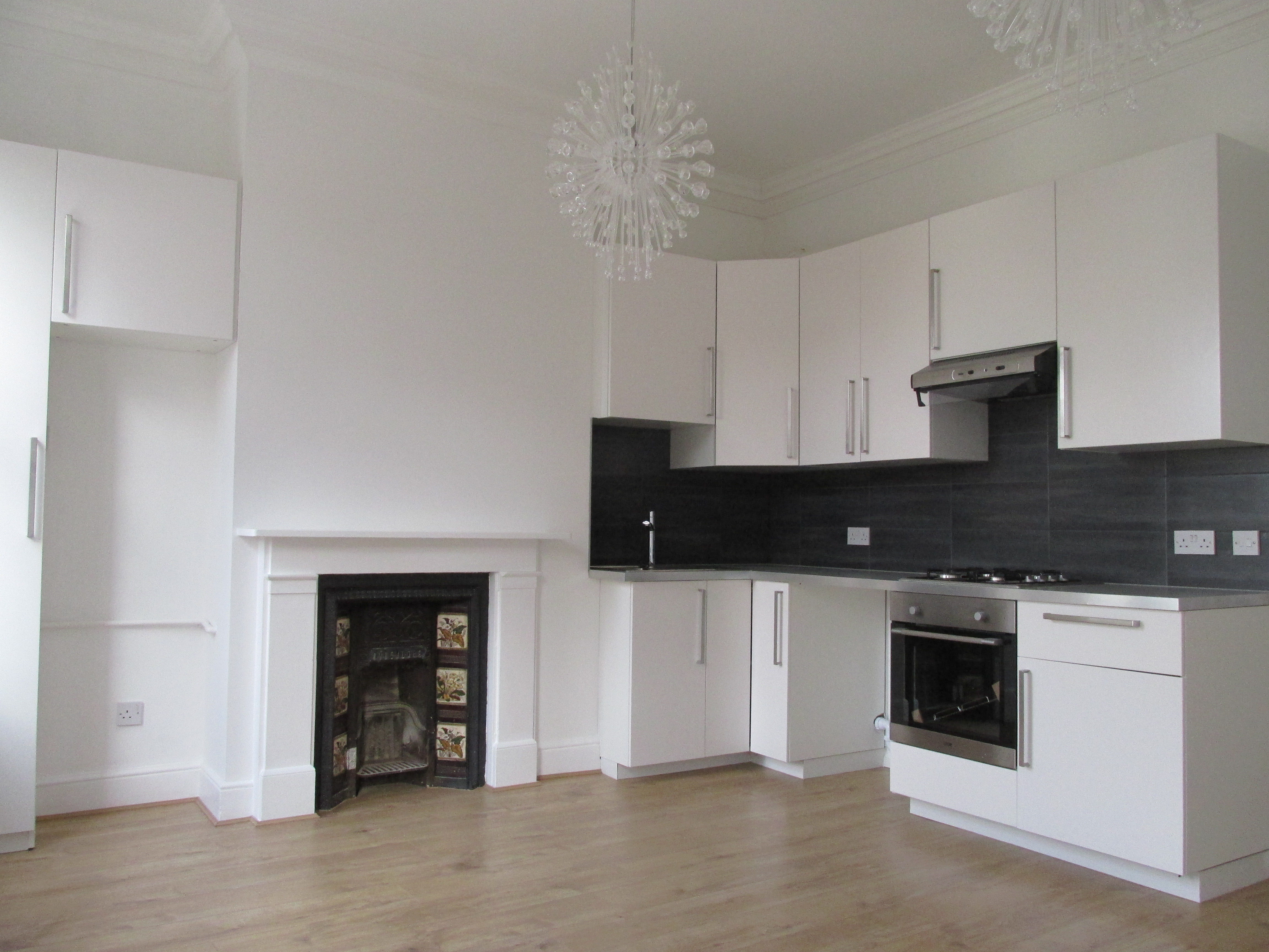 Spacious 2 bedroom flat to let situated in Stoke Newington High Street, London N16.
