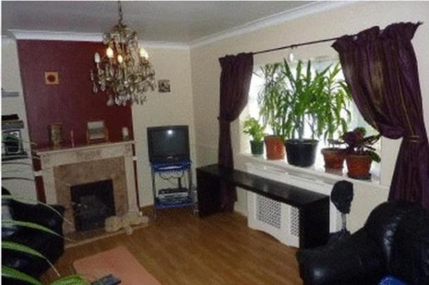 Spacious 3 bedroom house with garden and parking in Walthamstow E17.