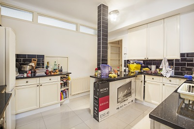 Well presented three bedroom flat with massive living room available to let in Marble Arch W1.