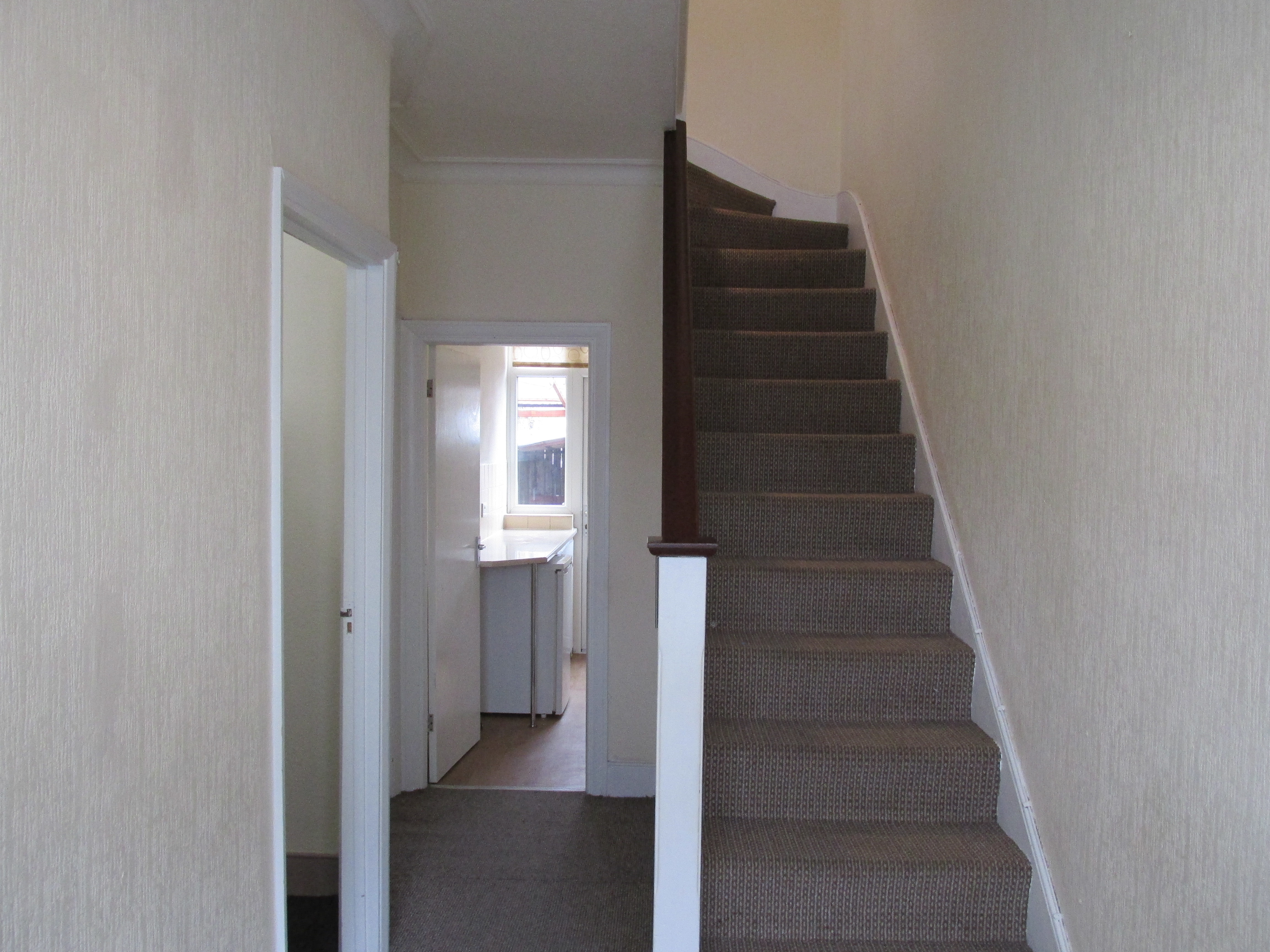 Spacious 3/4 bedroom terraced house to let Tottenham N17. DSS considered.