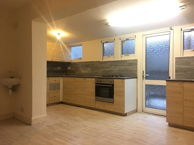 Newly refurbished 6-bed house with 2 reception rooms and 2 bathrooms near Stamford Hill, London.