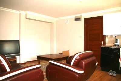 Next Location is delighted to offer this gorgeous furnished two bedroom apartment in Hoxton, N1.