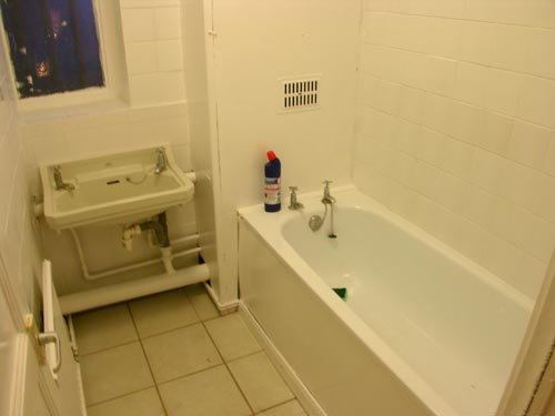 Newly refurbished one bed flat available now