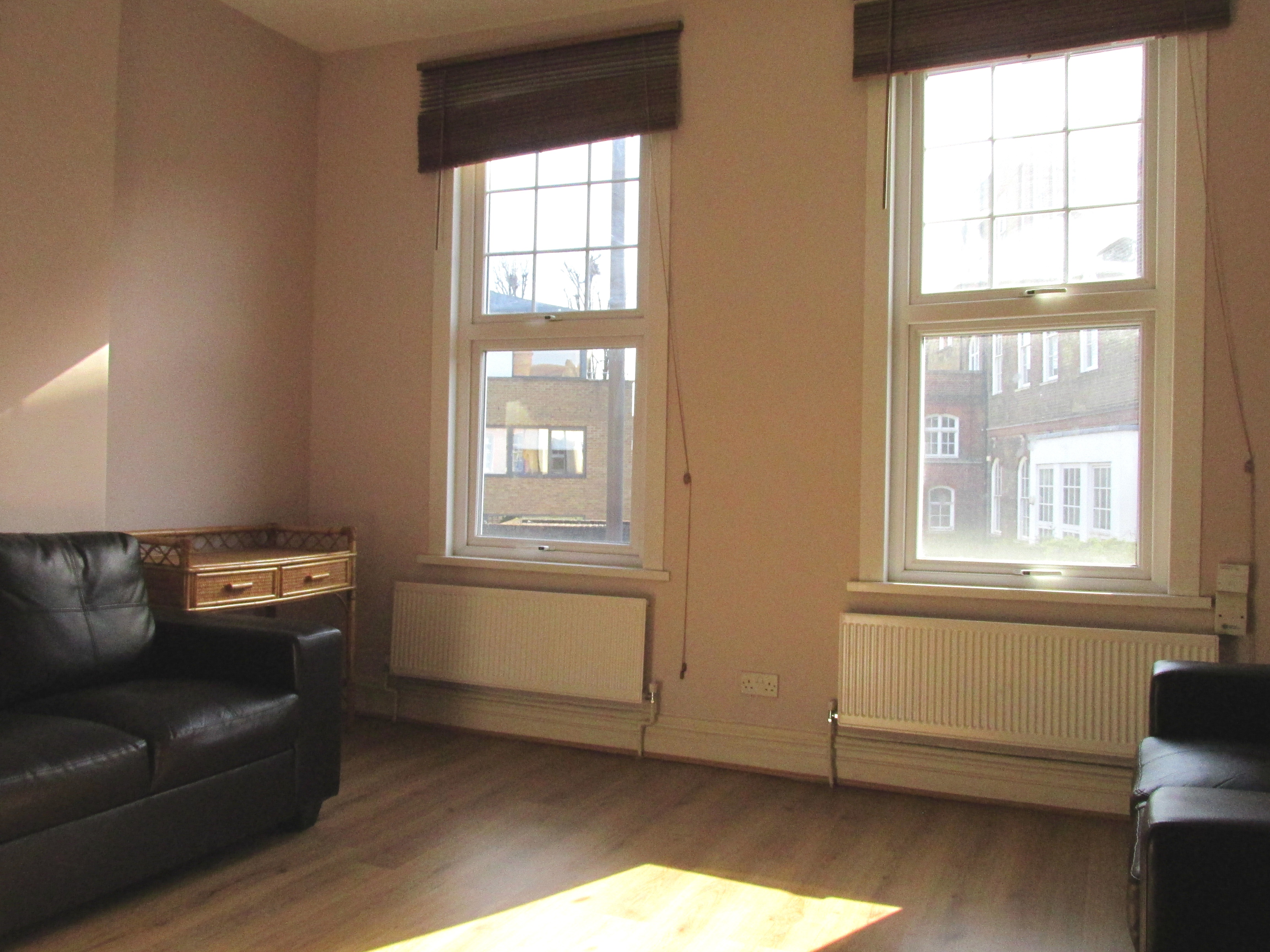 Next Location is pleased to present this stunning one bedroom maisonette apartment in Stoke Newington N16.