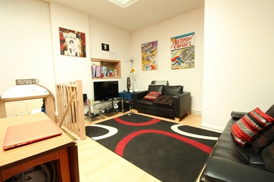 Well located 2 bedroom flat to let in Stoke Newington, London N16.