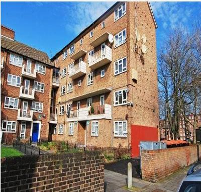 Next Location is pleased to offer 2 bedroom flat could be used as 3 bedroom apartment in Stoke Newington, N16.