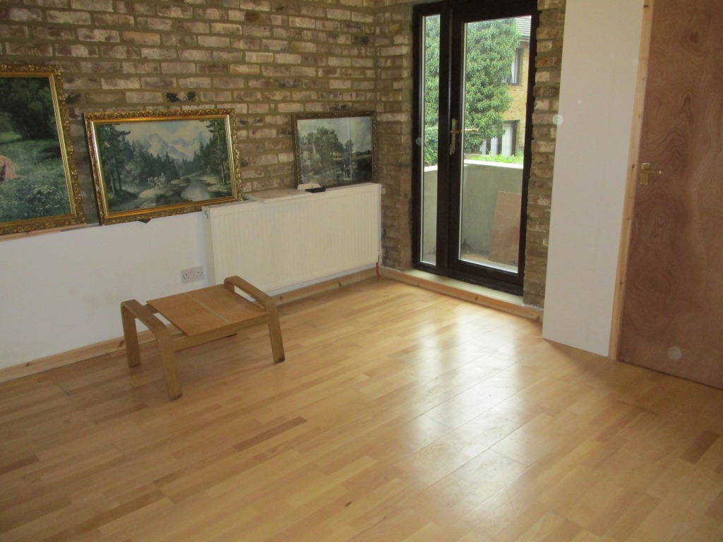 Well-located one bedroom maisonette flat trendy Shoreditch E2.