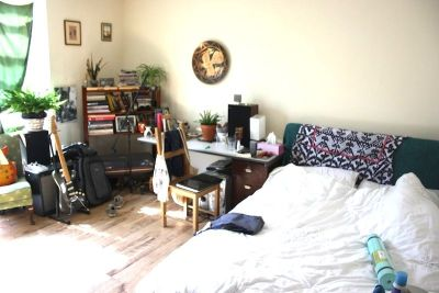 Next Location is delighted to offer three double rooms to let in Highbury, Islington.