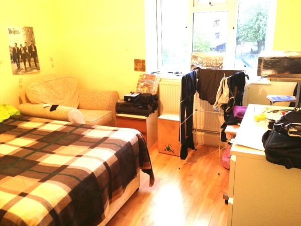 1 BEDROOM FLAT COULD BE USED 2 BED CLOSE TO HOXTON STATION