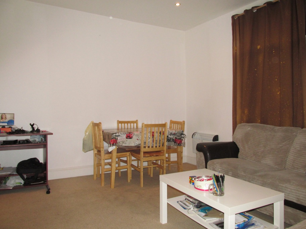 Spacious one bedroom flat situated in the heart of Green Lanes N8.