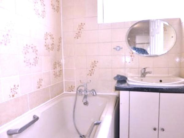 Newly added 3/4 Bed flat near the Stepney Green station available now.