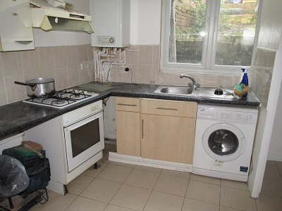 Spacious self contained studio flat in Stoke Newington N16