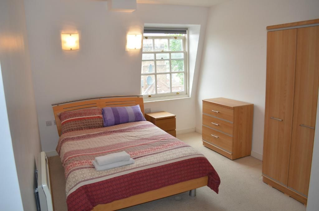 Delightful 2 large bedroom flat available to let in Stoke Newington Church street, N16