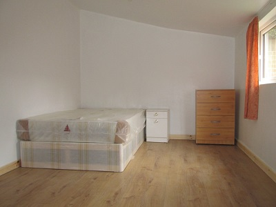 Spacious studio flat with a separate kitchen situated in Leabridge Road, London E10. Bills inclusive within the rental.